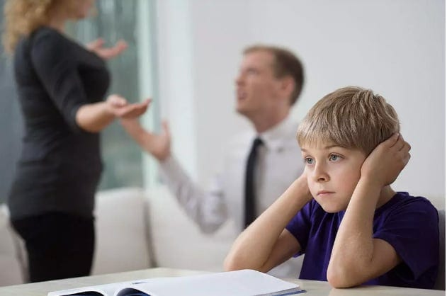 Les parents désaccordés sur l'éducation des enfants