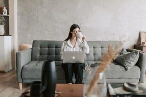 Femmes managers de proximité hypersollicitées et bien-être au travail : l'importance de l'intelligence émotionnelle