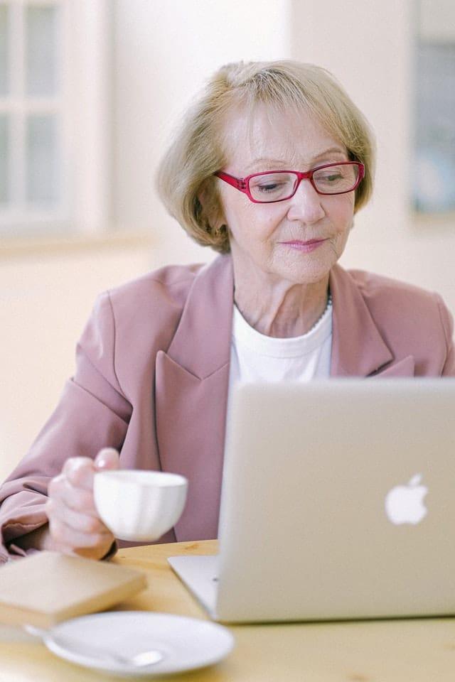Read more about the article 5 erreurs des femmes managers de proximité qui ruinent leur bien-être au travail