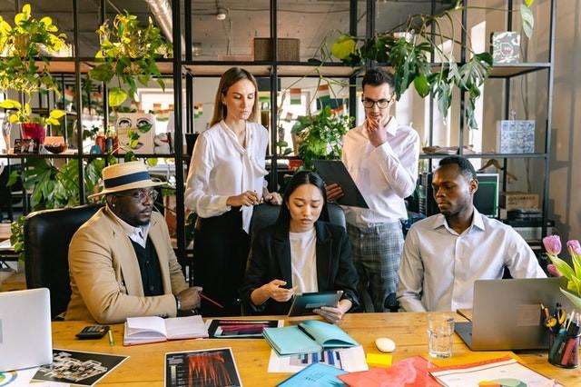 Stress chez les femmes managers de proximité : pourquoi devriez-vous déléguer plus souvent?